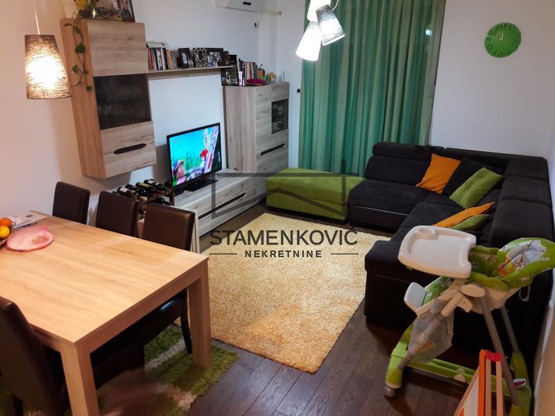 Odlican trosoban stan u kompleksu kod Sajma! ID#18 90.650 €