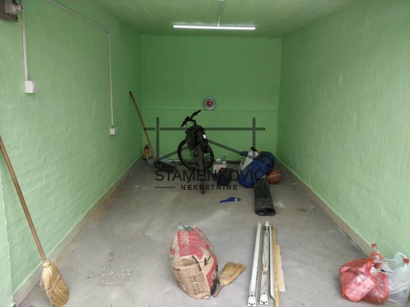 Odlična dvorišna garaža na početku Grbavice ID#407